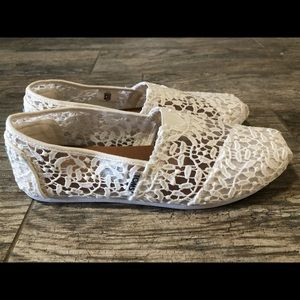 Women's TOMS White lace slip on shoes